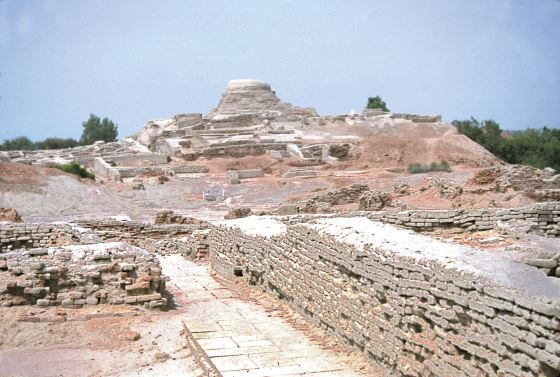 Мохенджо даро древние руины города.