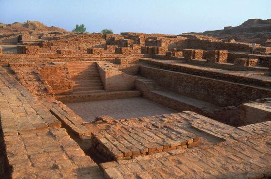 Город Мохенджо даро и его руины.