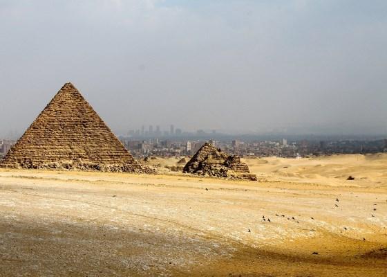 Гиза и вид на город Каир.