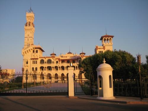 В Александрии находится дворец Монтаза построен в начале ХХ века.
