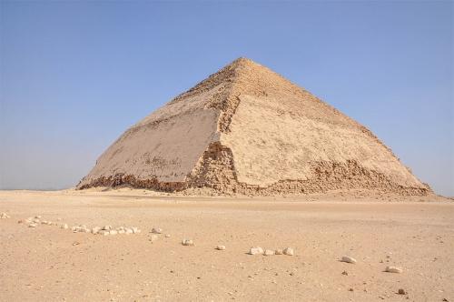Ломаная пирамида Снофру.