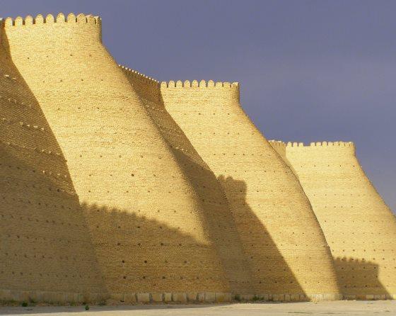 Стены древней крепости Арк