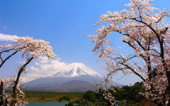 Гора Фудзияма - олицетворении Японии.