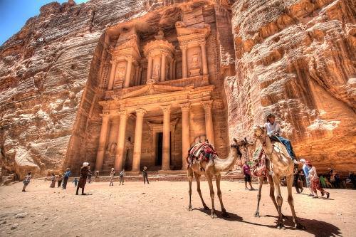 Храм-мавзолей Эль-Хазне или храм Исиды.