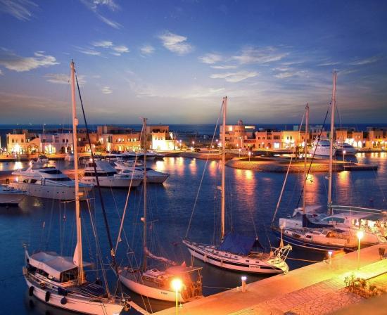 Хургада ночью - вид на бухту.