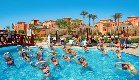 Хургада гостиница - занятия в бассейне.