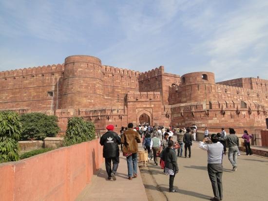 Красный форт - Расположен над рекой Ямуна.