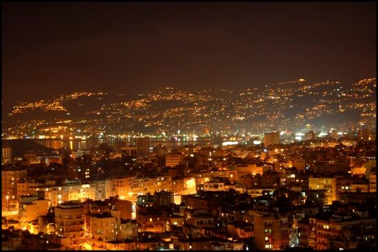 Бейрут панорама ночного города.