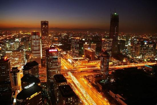 Ночной Пекин - красивый мегаполис.