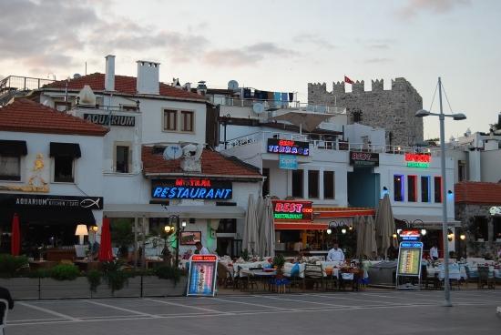 Улица баров - город Мармарис.