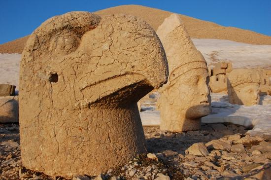Немрут-Даг - статуи на вершине горы.