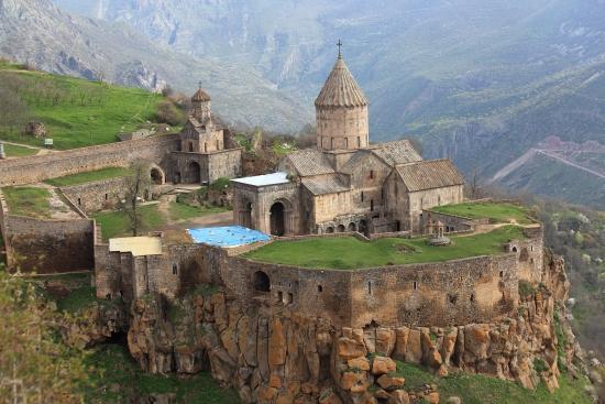 Армения - Татевский монастырь красивый монастырь.