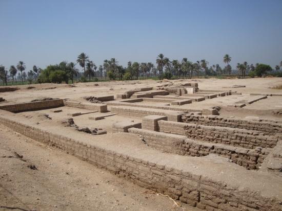 Амарна на руинах Ахетатона.