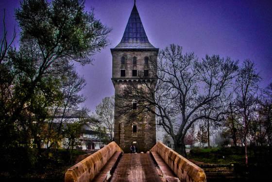 Эдирне - Fatih Bridge мост и башня.