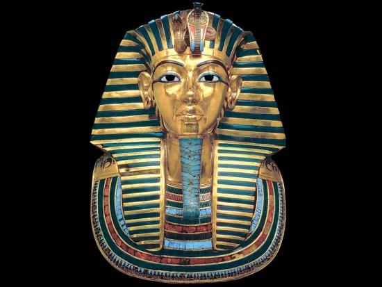 Погребальная маска Тутанхамона из гробницы.