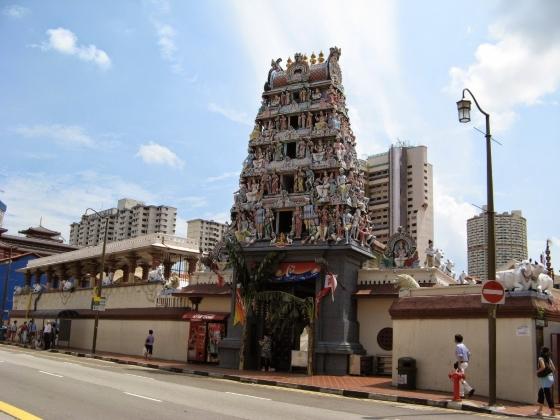 Храм Шри Мариамман - вид на вход.