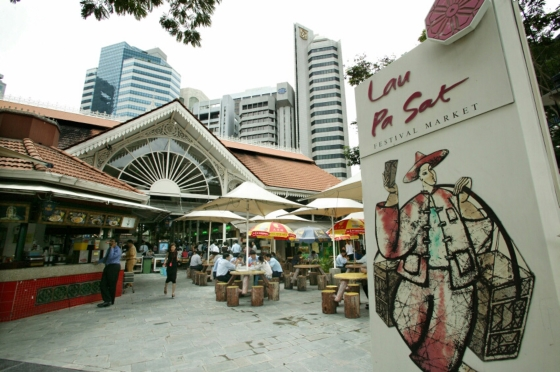 Что посмотреть в Сингапуре за 1 день это Лау Па Сат - отличное место что-бы позавтракать.