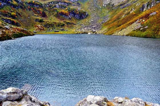 Озеро Мзы - второе по популярности озеро Абхазии.