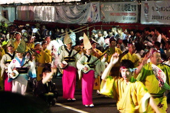 Праздник Такаяма Мацури фото из центра событий.