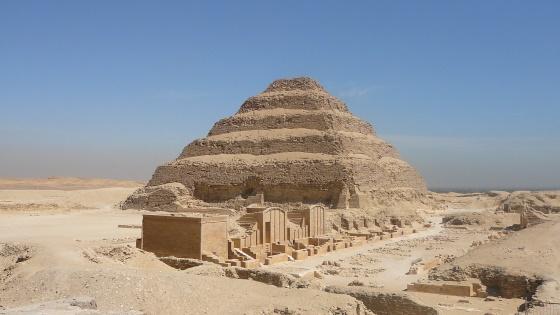 Ступенчатая пирамида в Саккаре - древнейшее из сохранившихся в мире.
