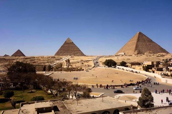 Плато Гиза и Комплекс пирамид .