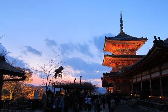 Киёмидзу-дэра ночное фото храма.