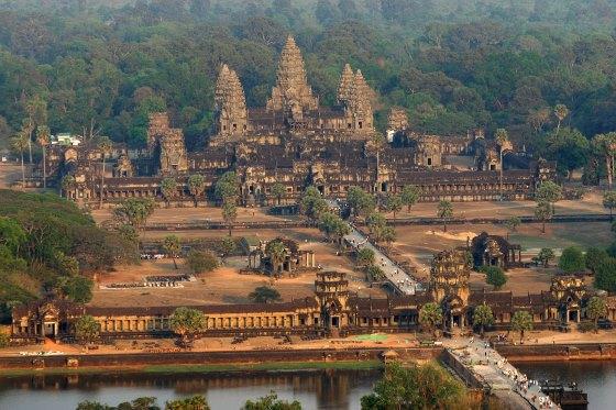 Ангкор Вата древнейший храмовый комплекс, находится в Камбодже.