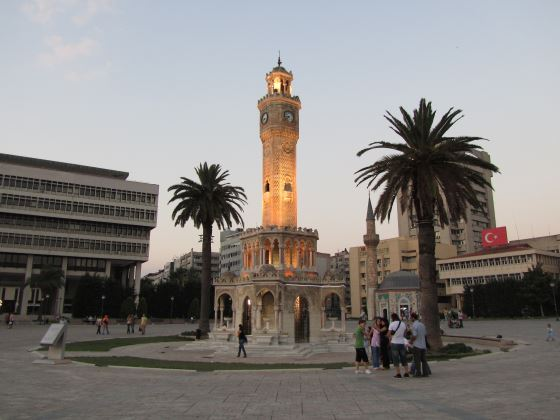 Сагат Кулеси - Часовая башня.