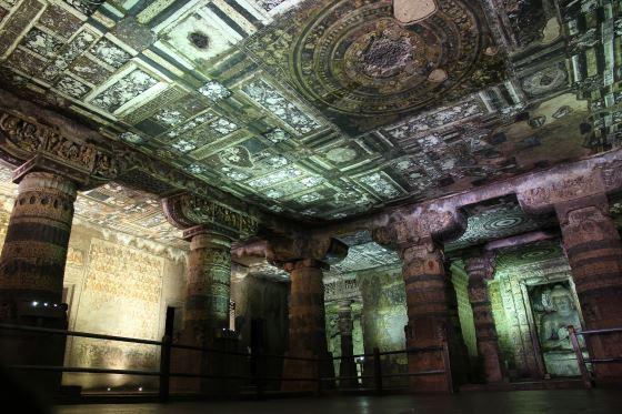 Аджанта фото - колонны храма.