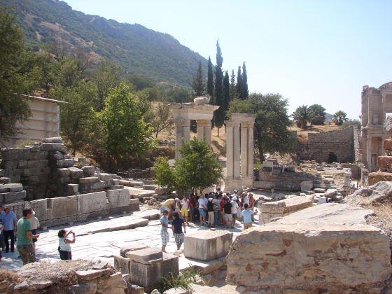 Руины Эфеса что рядом с Измиром.
