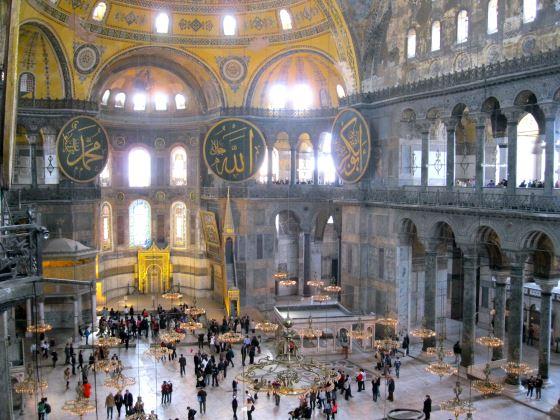 Святая София вид внутри, главный зал, памятники Турции.