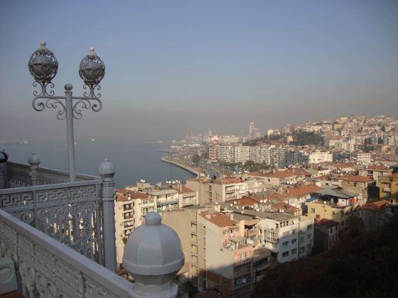 Город Измир панорама.