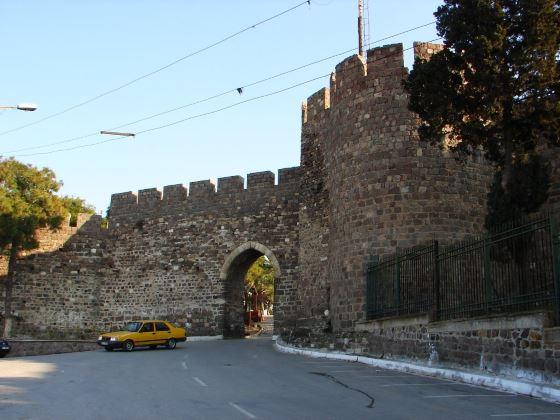 Кадифекале древний замок.