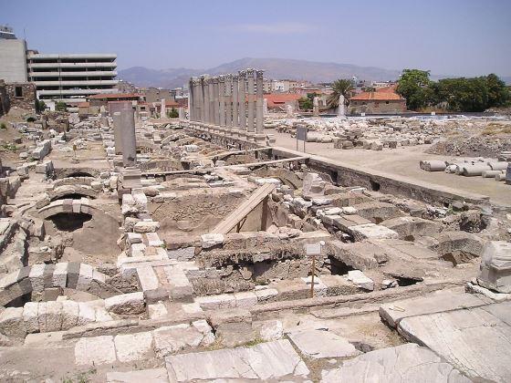 Развалины Смирнской агоры фото.