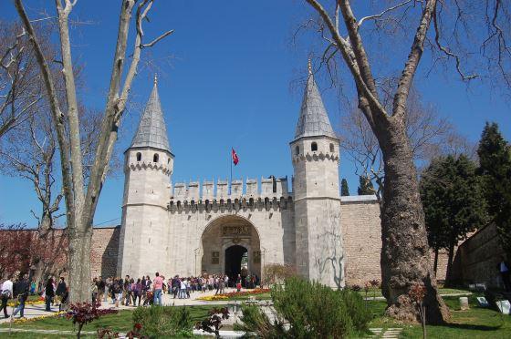 Дворец Топкапы ворота в дворец.