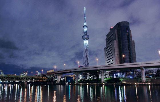 Скай три башня в Токио.
