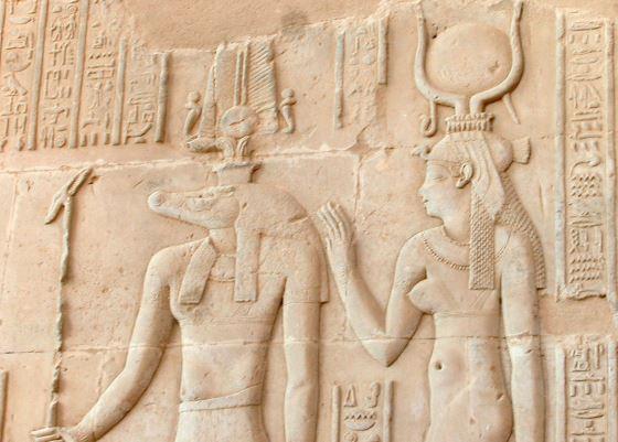 Хатхор богиня любви и красоты в древнем Египте.