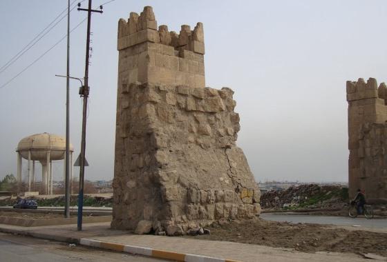 Ниневия город крови и логовище львов - Остатки крепостной Стены.