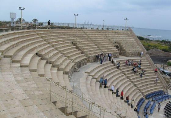Театр Кесарии - римская постройка.