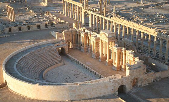 Амфитеатр Пальмиры - небольшое сооружение по меркам древности.