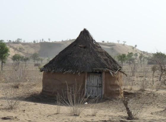Классический Домик в пустыне Тар.