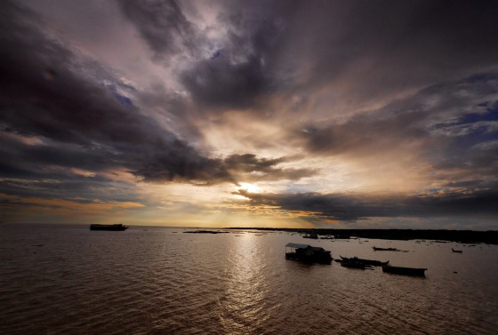 Закат в деревни - Камбоджа путешествие закончилось.
