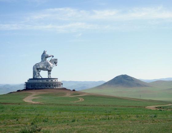 Смерть Чингисхана - Статуя Чингисхана в Цонжин-Болдоге Монголия