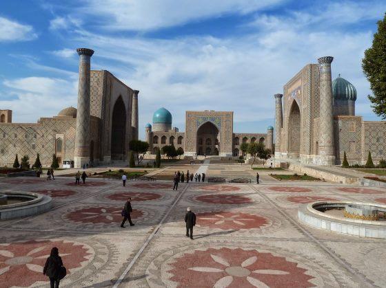 Площадь Регистан днем - панорама.