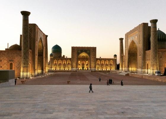 Площадь Регистан - ночной вид.