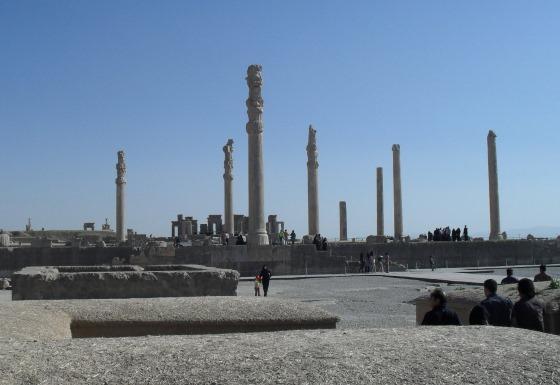 Зал Ападана - построена Дарием первым.