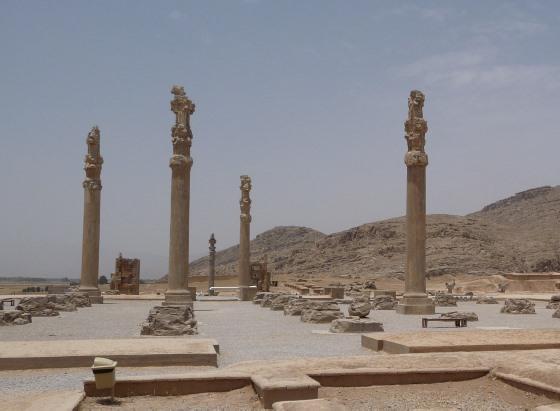 Ападана - руины Персеполя.