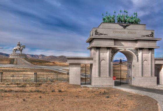 Памятник Чингисхану в Монголии.