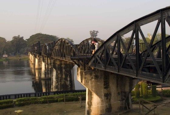 Знаменитый мост на реке Квай