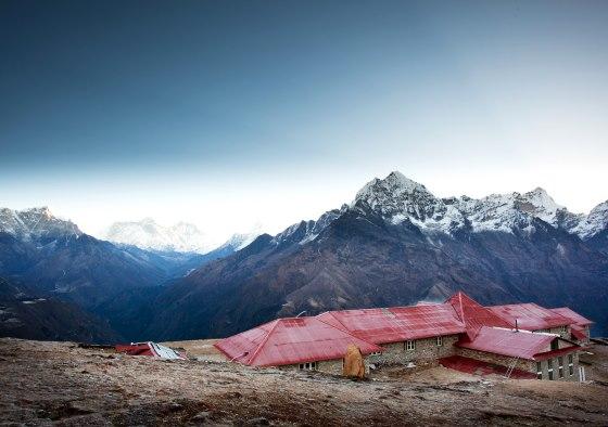 Горы в Непале - вид на перевал.